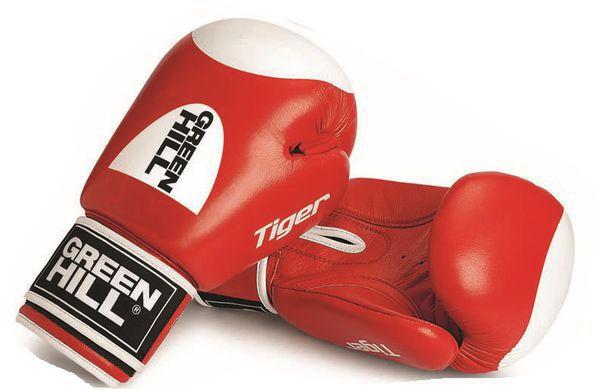 Перчатки TIGER с таргетом, 12 oz Green HillБоксерские перчатки<br>Боевые боксерские перчатки Tiger. Верх сделан из натуральной кожи, вкладыш- предварительно сформированный пенополиуретан. Манжет на «липучке». В перчатках применяется технология Антинакаут. Перчатки применяются как для соревнований так и для тренировок.<br><br>Цвет: Синий