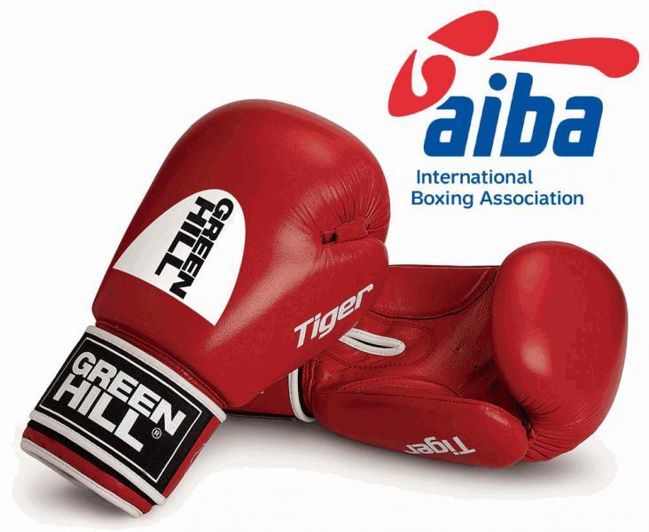 Перчатки боксерские TIGER Aiba, 10 oz Green HillБоксерские перчатки<br>Боксерские перчатки Tiger. Верх сделан из натуральной кожи, вкладыш- предварительно сформированный пенополиуретан. Манжет на липучке. Логотип AIBA.<br><br>Цвет: красные