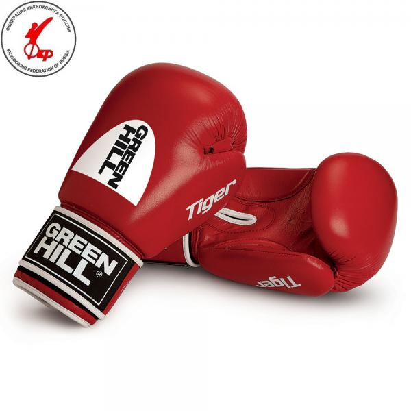 Перчатки боксерские TIGER (c новым логотипом), 10 oz Green HillБоксерские перчатки<br>Боевые боксерские перчатки Tiger. Верх сделан из натуральной кожи, вкладыш- предварительно сформированный пенополиуретан. Манжет на «липучке». В перчатках применяется технология Антинакаут. Перчатки применяются как для соревнований так и для тренировок. Без выделенной белой части.<br><br>Цвет: Красный