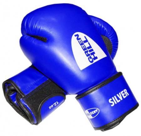 Перчатки боксерские SILVER, 14 oz Green HillБоксерские перчатки<br>Боксерские тренировочные перчатки Silver . Сделаны из высококачественного кожзаменителя. Ладонь выполнена по технологии, которая позволяет руке дышать. Оптимальный вариант для легких спарингов и тренировок.<br><br>Цвет: синий