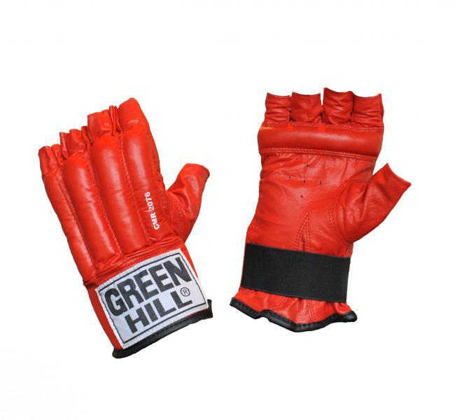 Шингарты ROYAL, Красный Green HillПерчатки MMA<br>Материал: Натуральная кожаСнарядные боксерские перчатки с обрезанными пальцами – шингарды GREEN HILL ROYAL CMR-2076 предназначены для новичков и любителей, для тренировок в домашних условиях, а так же могут использоваться для боевого самбо или боев без правил. Перчатки более легкие и тонкие по сравнению с классическими боксерскими перчатками, выполнены из натуральной кожи, что обеспечивает их прочность и износостойкость. Тыльная сторона перчаток имеет наполнитель из пенорезины, который хорошо амортизирует удары, защищает кисти рук от возможных травм. Специальный брусок на ладони помогает держать кулак в напряжении. Внутренняя подкладка изготовлена из влагоотталкивающего материала с антибактериальной пропиткой. Застежка в виде резинки на внутренней стороне запястья обеспечивает удобство и быстроту одевания перчаток. Размеры:Замерьте обхват ладони сантиметровой лентой в наиболее широком месте, исключив при этом большой палец руки Размер: S M L XL<br><br>Размер: L