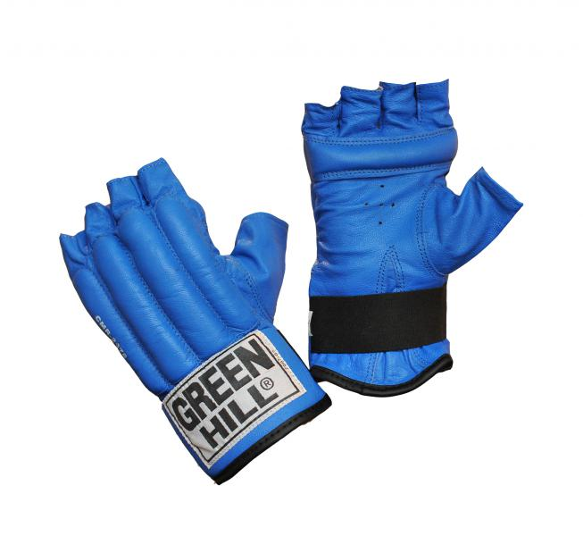 Шингарты ROYAL, Синий Green HillПерчатки MMA<br>Материал: Натуральная кожаСнарядные боксерские перчатки с обрезанными пальцами – шингарды GREEN HILL ROYAL CMR-2076 предназначены для новичков и любителей, для тренировок в домашних условиях, а так же могут использоваться для боевого самбо или боев без правил. Перчатки более легкие и тонкие по сравнению с классическими боксерскими перчатками, выполнены из натуральной кожи, что обеспечивает их прочность и износостойкость. Тыльная сторона перчаток имеет наполнитель из пенорезины, который хорошо амортизирует удары, защищает кисти рук от возможных травм. Специальный брусок на ладони помогает держать кулак в напряжении. Внутренняя подкладка изготовлена из влагоотталкивающего материала с антибактериальной пропиткой. Застежка в виде резинки на внутренней стороне запястья обеспечивает удобство и быстроту одевания перчаток.Размеры:Замерьте обхват ладони сантиметровой лентой в наиболее широком месте, исключив при этом большой палец руки  Размер: S M L XL<br>
