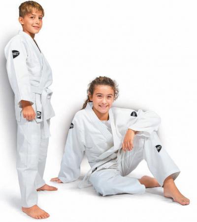 Кимоно для дзюдо JUNIOR, белое, 150 см Green HillЭкипировка для Дзюдо<br>Материал: ХлопокВиды спорта: ДзюдоДля юных спортсменов. Состав:100% хлопок. Кимоно специально разработано для тренировок юношей. Куртка усилена двойными швами на плечах, рукавах и груди. На плечах имеется пространство для нашивки национального флага страны. Логотип Greenhill нашит на поясе, нижней части куртки и верхней части рукавов. Брюки пошиты из высококачественного 100% хлопкового материала, резиновый пояс, шнуровка. В комплект включен пояс для куртки. Возможная усадка после стирки-5% Плотность 350гм2<br><br>Цвет: Белый