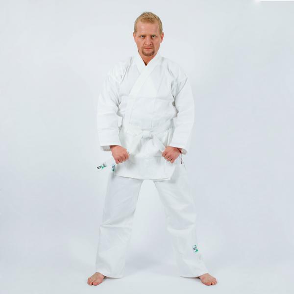 Кимоно для карате Green Hill adult, 190 см Green HillЭкипировка для Каратэ<br>Материал: ХлопокВиды спорта: КаратэКимоно для каратэ Green Hill Adult состоит из рубашки и брюк. Просторная рубашка с запахом, боковыми разрезами и длинными рукавами-кимоно изготовлена из плотного хлопка. Боковые швы, края рукавов и полочек, низ рубашки укреплены дополнительными строчками и крепкой лентой с внутренней стороны. Рубашка завязывается на специальные завязки. Просторные брюки особого покроя имеют широкую эластичную резинку на талии, обеспечивающую комфортную посадку. Изделия оформлены нашивками с логотипом бренда. Кимоно рекомендуется для тренировок в зале. Инструкция по уходу: стирка при температуре до 30°С, не отбеливать, гладить при средней температуре (до 150°С), не подвергать химчистке, не отжимать на центрифуге<br><br>Цвет: Белый