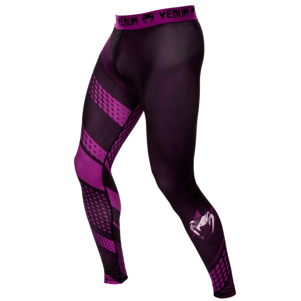 Компрессионные штаны Venum Rapid Black/Purple VenumКомпрессионные штаны / шорты<br>Компрессионные штаны Venum Rapid Black/Purple создают оптимальную компрессию и поддержку Ваших мышц. Улучшают производительность, сохраняя тепло тела во время тренировки. Технология Dry Tech с легкостью выводит влагу, оставляя Ваше тело сухим. Особенности:- Состав: 87% полиэстер/13% спандекс- Технология Dry Tech- Сделано в Китае<br><br>Размер INT: XL