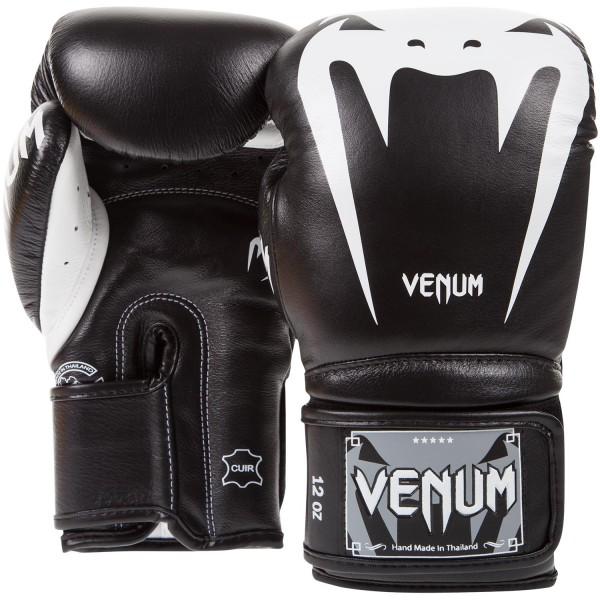 Перчатки боксерские Venum Giant 3.0 Black Nappa Leather, 10 унций VenumБоксерские перчатки<br>Максимальная ударная мощь, непревзойденные защита и комфорт, боксерские перчаткиVenum Giant 3. 0 Black Nappa Leather - идеальное орудие для тренировок. Почему они? Потому что Вы достойны самого лучшего. Команда компании Venum подходила к их разработке и созданию со всей тщательностью. Сшиты в Тайланде вручную из 100% натуральной кожи наппа. Внутри находится трехслойная пена высокой плотности, специально для того, чтобы минимизировать риск получения травмы. Их анатомическая форма идеально облегает кулак. Дополнительный слой пены сверху увеличивает процент поглощения ударной силы и оставляет запястья в безопасности. Гладкая внутренняя подкладка быстро высыхает, а также впитывает влагу, что повышает комфорт и снижает риск возникновения неприятного запаха. Широкая манжета на липучке обеспечивает надежную фиксацию руки в перчатках. Перчатки Venum Giant 3 помогут проявить Вам самые лучшие боевые качества. Каждый удар будет оставлять неизгладимое впечатление от ощущения комфорта и безопасноти. Особенности:- 100% натуральная кожа наппа- трехслойная высокоплотная пена- широкая манжета на липучке- защита большого пальца- подкладка, впитывающая влагу- Тайланд, ручная работа<br>