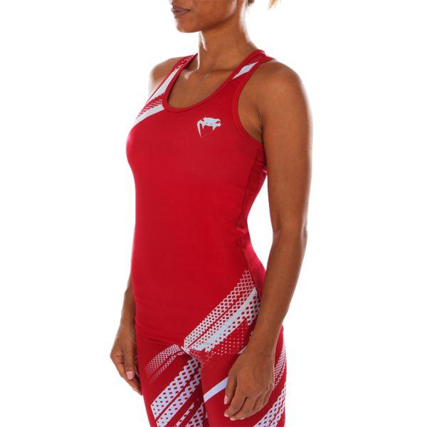 Женская тренировочная майка Venum Rapid VenumМайки<br>Женская тренировочная майка Venum Rapid. Лёгкая и удобная майка для тренировок. Особенности кроя и ткани позволяют активно заниматься в майке самыми различными видами спорта. Уход: ручная стирка в холодной воде, не отбеливать. Состав: полиэстер, спандекс.<br><br>Размер INT: M