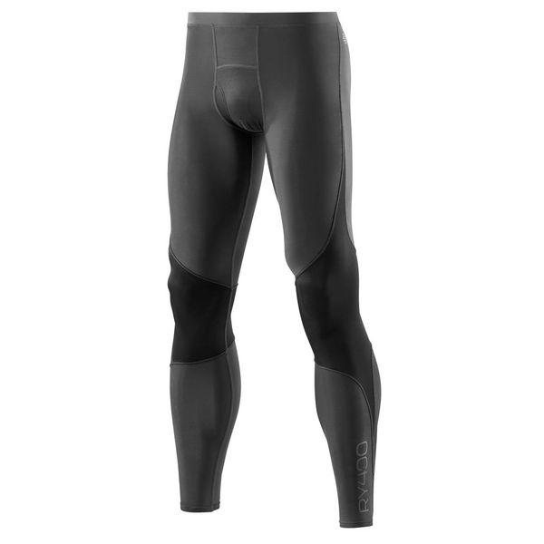 Компрессионные штаны Skins bio ry400 , черно-серые SkinsКомпрессионные штаны / шорты<br>Восстанавливающие тайтсы SKINS B43039001 RY400 LONG TIGHTSРеволюционные исследования компании SKINS показали, что компрессия во время тренировки и во время отдыха должна отличаться. Понимая данный факт, специалисты австралийского бренда разработали специальную коллекцию RY400 для восстановления. Преимущества увеличения насыщения мышц кислородом во время занятия спортом известны, но во время восстановления мышцы также нуждаются в кислороде. Ваши мышцы не перестают работать, даже после того как вы закончили тренировку. Серия RY400 скроена и пошита с использованием революционной технологии 400Fit и трех функциональных тканей, включая такие, как Skins Warp knit для контроля оптимальной компрессии и долговечности и ткань Memory MX, которая позволяет двигаться телу естественным образом. Тайтсы серии RY400 уменьшают время восстановления мышц, их необходимо носить не меньше 3 часов для наилучших результатов. В таких тайтсах уменьшается боль в мышцах и улучшается стабильность суставов. Благодаря разной эластичности ткани в определенных местах достигается дифференцированная компрессия мышц, что способствует притоку насыщенной кислородом крови к мышцам, уменьшается чувствительность тканей и боль в мышцах. В создании этой модели тайтсов также использовалась технология Glider, которая предназначена, чтобы минимизировать трение между тканью и кожей. Тайтсы имеют плоские швы, благодаря чему натирание кожи маловероятно. Технологии:•UV protection 50+ /УФ защита 50+. Родина бренда - солнечная Австралия, поэтому вся продукция разработана с усиленной защитой от ультрафиолетового излучения&amp;nbsp;(коэффициент UV 50+), благодаря чему не придется заботиться о рисках воздействия солнечных лучей на кожу и позволит сосредоточиться на тренировке. •Engineered Gradient Compression/Динамический градиент сжатия. Разные уровни сжатия, которые увеличивают приток кислорода к активным мышцам во время фазы движен