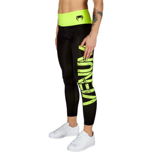 Женские компрессионные штаны Venum Power VenumКомпрессионные штаны / шорты<br>Женские компрессионные штаны Venum Power. Данные штаны можно охарактеризовать двумя словами: качество и стиль. С этими компрессионками от Venum вы будете думать только о тренировочном процессе, не отвлекаясь на неприятные ощущения в мышцах ног. Предназначены для улучшения кровообращения в мышцах, что, в свою очередь, способствует уменьшению времени на восстановление полной работоспособности мышцы. За счёт особенностей ткани штаны прекрасно садятся на фигуру, хорошо тянутся, абсолютно НЕ сковывают движения. Приятная на ощупь ткань. Штаны Venum достаточно быстро сохнут. Плоские швы не натирают кожу. Предназначены для занятий кроссфитом, фитнесом, железным спортом и т. д. . Состав: полиэстер и спандекс. Уход: Машинная стирка в холодной воде, деликатный отжим, не отбеливать.<br><br>Размер INT: S