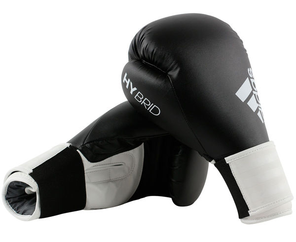 Перчатки боксерские Hybrid 100, 8 унций AdidasБоксерские перчатки<br>Adidas Hybrid 100 ультрановая серия боксерских перчаток. Они изготовлены из полиуретана нового поколения по технологии PU3G INNOVATION. PU3G - этомягкий и прочныйполиуретан, который выглядит, как кожа, и нечувствителен к колебаниям температуры и влажности. ПерчаткаHybrid 100сделана из композитного блока с интегрированным вспененным слоем, придающего перчатке уникальные амортизирующие характеристики. А его эргономичная форма обеспечивает боксеру невероятно удобную посадку перчатки на руке и максимальную безопасность. Перчатка снабжена улучшенной системой липучки для плотной и точной фиксации боксерских перчаток. Крупный логотип adidas и яркая палитра цветов придает перчаткам оригинальный внешний вид. Новыйкомпозитный блокс интегрированным вспененным слоем. Технология PU3GINNOVATION®Оригинальный дизайнИнновационная система закрытияМаксимальная безопасностьПрочная конструкция100% полиуретан.<br><br>Цвет: черно-желтые
