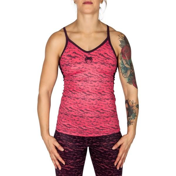 Майка Venum Camoline - Coral/Dark Purple VenumМайки<br>Майка Venum Camoline - Coral/Dark Purple - комбинация моды и спорта. Гарантированная свобода движений за счет открытой спины и рук. Для полноты лука обязательно носить с леггинсами Camoline. Особенности:- 95% полиэстер/5% спандекс- мягкая ткань- быстро сохнет- сделано в Китае<br><br>Размер INT: XS