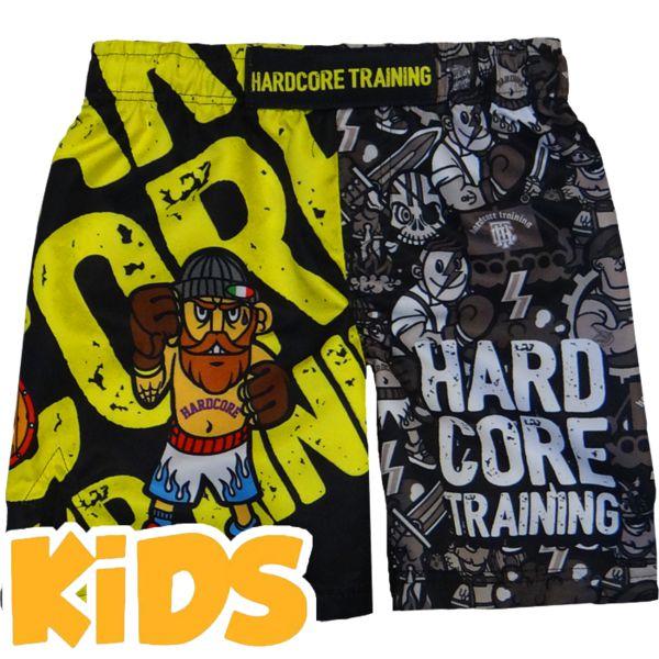Детские шорты Hardcore Training Doodles Hardcore TrainingШорты ММА<br>Детские шорты Hardcore Training Doodles. Данные шорты отлично подойдут для работы в партере и в стойке, для занятий мма, грепплингом, тайским боксом. Ткань очень легкая, но достаточно прочная. Материал скользящий, не сковывает движений бойцу. Так же для комфортного поединка предусмотрены боковые разрезы на бедрах и эластичная вставка в промежности. Удерживаются шорты благодаря шнурку, спрятанному во внутренней части пояса. Рисунок на мма шортах Hardcore Training полностью сублимирован в ткань. Состав: 100% полиэстер. Уход: машинная стирка в холодной воде, не отбеливать.<br><br>Размер INT: 14 лет