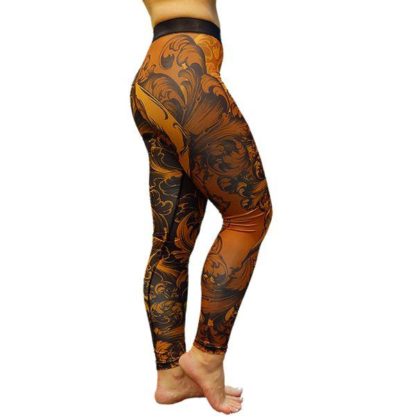 Компрессионные штаны Aim Brutal Red Tail AimКомпрессионные штаны / шорты<br>Рашгард Aim Brutal Red Tail. Комфорт для занятий, легкость в уходе, красивый спортивный образ, уникальный стиль. Используйте женские компрессионные штаны Aim при занятиях любым видом спорта - фитнес, единоборства, легкая и тяжелая атлетика, бег, crossfit, футбол, волейбол, и многие другие. Вам будет комфортно заниматься йогой, растяжкой, пилатесом, танцами. Несколько слов о материале леггинсов Aim: выполнены они из бифлекса. Эластичный стрейч-материал синтетического происхождения может не только растягиваться, увеличиваясь в 3 раза, но и хорошо впитывать влагу. Главные преимущества ткани: - отличное отведение влаги; - эластичность; - мягкость; - прочность и износостойкость; - свобода движений; - не требует особого ухода; - отлично подчеркивает фигуру; - не выгорает на солнце; - не мнется; - быстро сохнет; - долго сохраняет первоначальный вид. Уход: машинная стирка в холодной воде, деликатный отжим, не отбеливать. Состав: полиэстер.<br><br>Размер INT: S