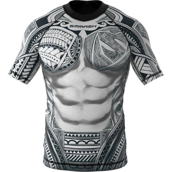 Рашгард Smmash Maori Smmash FightwearРашгарды<br>Рашгард Smmash Maori. Рашгард быстро сохнет, что позволяет использовать его достаточно часто. Рашгард прошит очень качественно! Рисунок полностью сублимирован в ткань. Качественные плоские швы не натирают кожу. Рашгард отлично подойдет для тренировок такими видами спорта как: мма, борьба,кроссфит, бокс, муай тай, работа с железом и т. д. .<br><br>Размер INT: S