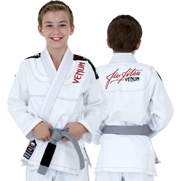 Детское ги для БЖЖ Venum Challenger VenumЭкипировка для Джиу-джитсу<br>Детское кимоно (ги) для БЖЖ (бразильское бразильское джиу джитсу) Venum Challenger 2. 0 Kids. Ги для будущих чемпионов. Выполнено из высококачественного хлопка «жемчужного» плетения. Прекрасно сидит, комфортно при носке и практически не отличается от взрослой модели. Ги выполнено из хлопчатобумажной ткани в сочетании с усиленной прошивкой. Оно с легкостью выдержит любой захват, трение и самые напряженные тренировки. Кимоно очень легкое благодаря используемому хлопку плотностью 410gsm (грамм на кв метр). Его легко носить с собой и оно абсолютно точно станет хитом среди молодого поколения борцов. Состав: 100% хлопок.<br><br>Размер: M3