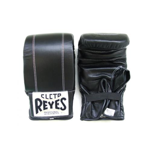 Перчатки снарядные, липучка, Размер S Cleto ReyesCнарядные перчатки<br>Изготовлены из 100% кожи с подкладкой из водонепроницаемого нейлона<br> Наполнитель из латексной пены<br> Манжета на лиупчке<br><br>Цвет: Черные