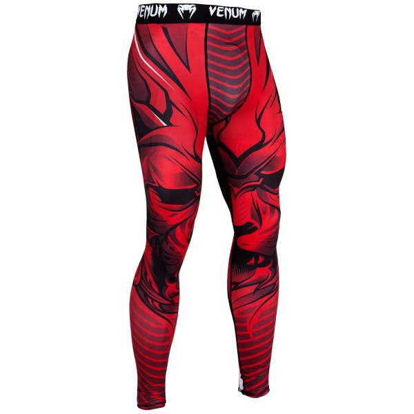 Компрессионные штаны Venum Bloody Roar Black/Red VenumКомпрессионные штаны / шорты<br>Побалуйте себя компрессионными штанами Venum Bloody Roar Black/RedАутентичный дизайн, прочный материал, который облегает тело как вторая кожа - то, что нужно для тренировок. Компрессионная технология поддерживает мышцы, улучшает кровообращение, повышая их эффективность. Технология Dry Tech эффективно вывождит влагу. Особенности:- 87% полиэстер/13% спандекс- компрессионная технология- технология Dry Tech- рисунок сублимирован в волокно- эргономичные усиленные швы и эластичный пояс<br><br>Размер INT: XS