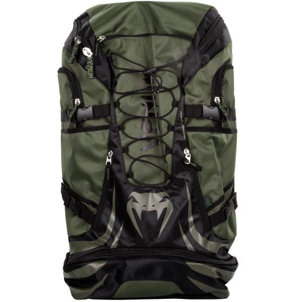 Рюкзак Venum Challenger Xtreme Khaki/Black VenumСпортивные сумки и рюкзаки<br>Рюкзак Venum Challenger Xtreme Khaki/Black - не просто рюкзак, это незаменимый спутник любого спортсмена, способный вместить в себя огромное количество одежды и самой габаритной экипировки. Просто закиньте в него все, что у вас есть и отправляйтесь на тренировку. Обратный путь же станет гораздо приятнее, так как ваши вещи будут проветриваться через специальные сетчатые вставки, что препятствует возникновению неприятного запаха и размножению бактерий. Термо-карман сохранит свежесть вашего напитка и сделает его достойной наградой после тяжелой тренировки. Рюкзак оснащен удобными боковыми карманами, флис-карманом, который не позволит вашему мобильному телефону поцарапаться, а также скрытым карманом для мп3-плеера с выводом под наушники. Плечевые ремни регулируются, а в сочетании с эргономичной формой спинки рюкзака снимают нагрузку со спины и плечей. Особенности:Водонепроницаемая тканьБольшое отделение для крупногабаритной экипировкиОбладает дополнительным отделением, которое увеличивает общий размерБоковые карманыФлисовый карман охраняет ваш телефон от царапинСетчатые панелиРегулируемые плечевые ремниРазмер: 350x630x240 сложенный и 350х880х240 разложенныйОбъем: 45 л сложенный и 63 л разложенный<br>