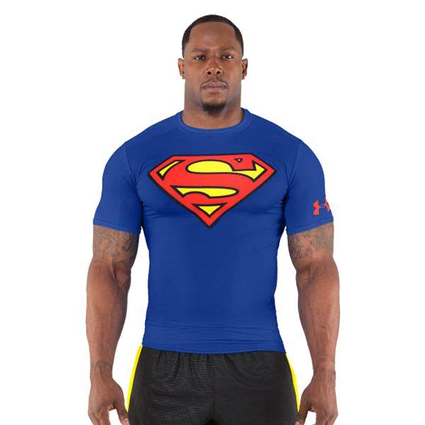 Рашгард Under Armour Superman Under ArmourРашгарды<br>Рашгард Under Armour Superman. Производительность и комфорт! Это основной принцип бренда Under Armour. Рашгард отлично сидит на теле. За счёт уникальной высокотехнологичной ткани рашгард Under Armour достаточно быстро сохнет, что позволяет использовать его достаточно часто. Благодаря тому, что этот новый материал прекрасно тянется, рашгард никогда не потеряет свою начальную форму. Качественные плоские швы не натирают кожу. Рашгарды Under Armour отлично подойдут для тренировок такими видами спорта как: кроссфит, бокс, муай тай, работа с железом и т. д. .<br><br>Размер INT: XL