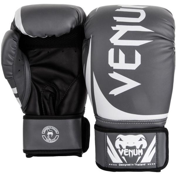 Боксерские перчатки Venum Challenger 2.0 Grey/White-Black, 14 oz VenumБоксерские перчатки<br>Боксерские перчатки Venum Challenger 2. 0. Великолепное соотношение цена/качество! Отлично защищают руку! Очень хорошо сидят на руке. Широкая застежка, обеспечивает надежную фиксацию перчаток Venum на запястье. Внутренний наполнитель - пена, которая обеспечивает хорошую амортизацию удара. Внешняя часть перчаток - Skintex Leather. Это современный надёжный искусственный материал. Подходят и для тренировок по боксу, мма, тайскому боксу, работы на мешках, а так же для соревнований определённого уровня.<br>