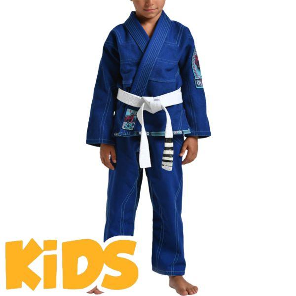 Детское кимоно для БЖЖ Grips Triple Grips AthleticsЭкипировка для Джиу-джитсу<br>Детское кимоно для BJJ (бразильское джиу-джитсу) Grips Athletics Triple. Ги выполнено с учётом всех рекомендаций IBJJF. Gr1ps Athletics всегда старается снабдить свою продукцию фирменными элементами: шнурки, отстрочка, вышивка и дополнительные вставки. Все эти составляющие качественно отличают творения итальянского производителя Grips Athletics от других изготовителей. За счёт наилучшего качества хлопка это кимоно является оптимальным выбором для любителей бразильского джиу-джитсу. - Тип плетения: Pearl Weave. - В области колен штаны дополнительно укреплены. - Воротник, наполнен пеной EVA для более быстрого высыхания и комфорта. - Высочайшее качество вышивки. Подойдет и для ежедневных тренировок и для соревнований. Ги сделано из цельного куска ткани (без швов на спине)! Штаны на шнурке; на поясе - дополнительные петли для того, чтобы шнурок держал штаны прочно; При стирке в горячей воде возможна усадка порядка 5%. стирать ги рекомендуется в мягкой воде до 30 градусов без отбеливателя. Состав: 100% хлопок высокого качества. Пояс в комплект не входит.<br><br>Размер: K2