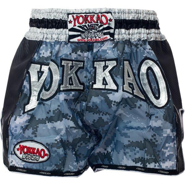Тайские шорты Yokkao YokkaoШорты для тайского бокса/кикбоксинга<br>Шорты для тайского бокса Yokkao. Широкий эластичный пояс гарантирует комфорт и надежную фиксацию на поясе. Сделано в Тайланде. Состав: 100% полиэстер.<br><br>Размер INT: L