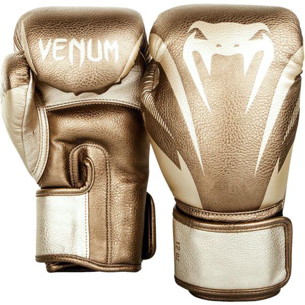 Боксерские перчатки Venum Impact Gold, 12 oz VenumБоксерские перчатки<br>Боксерские перчатки Venum Impact. Лимитированная серия. Отлично защищают руку! Очень хорошо сидят на руке. Широкая застежка, обеспечивает надежную фиксацию перчаток Venum на запястьях. Внутренний наполнитель - пена, которая обеспечивает хорошую амортизацию удара. Внешняя часть перчаток - Skintex Leather. Это современный очень надёжный искусственный материал. Подходят и для тренировок по боксу, мма, тайскому боксу, работы на мешках, а так же для соревнований определённого уровня.<br>