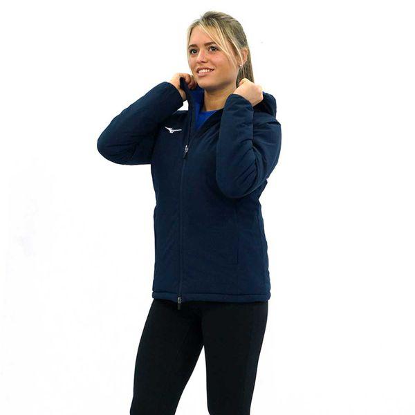 Женская куртка MIZUNO 32EE7700 14 PADDED JACKET (W)  MizunoКуртки / ветровки<br>•Женская куртка от японского бренда Mizuno для пробежек в прохладную погоду выполнена из 100%-ного полиэстера. •Синтетический материал обладает влаговыводящими свойствами, воздухопроницаемостью и повышенной прочностью. •Куртка дополнена капюшоном, внутренним кармашком на молнии и двумя боковыми карманами.<br><br>Размер INT: XL