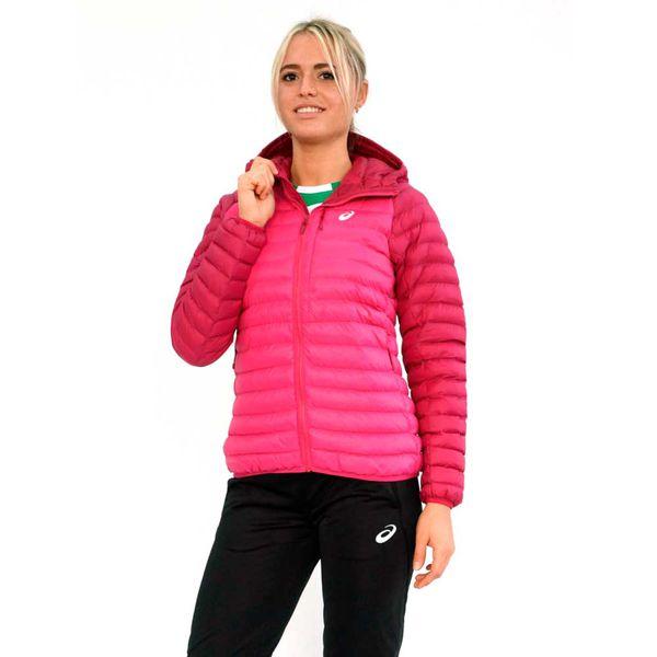 Женская куртка ASICS 142225 2097 CORPORATE WINTER JACKET (W)  AsicsКуртки / ветровки<br>•Легкая, но теплая женская куртка подойдет для пробежек и прогулок, даже когда температура за окном ниже нуля. •Куртка выполнена из быстросохнущего нейлона (100% полиамид), материал подкладки - легкий синтепоновый утеплитель (100% полиэстер). •Эластичная резинка по нижнему краю куртки и на манжетах рукавов обеспечивает комфортную посадку и оптимальную фиксацию. •Рукава-реглан придают куртке не только стильный внешний вид, но и лучше защищают от холода. •Вставки под рукавами из дышащего материала обеспечивают дополнительную вентиляцию. •На куртке имеются удобные боковые карманы на молнии.<br><br>Размер INT: L