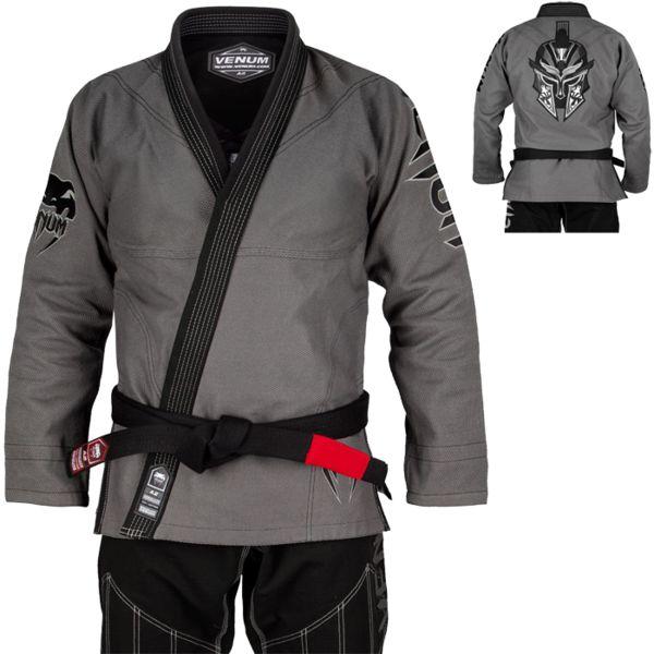 Кимоно для bjj Venum Gladiator VenumЭкипировка для Джиу-джитсу<br>Кимоно(ги) для БЖЖ (бразильское бразильское джиу джитсу) Venum Gladiator. Лимитированная серия ги с потрясающей вышивкой. Технические характеристики: - Плотность ткани куртки: 450 GSM. - Заранее обработанный хлопок для меньшей усадки во время использования. - Штаны: износостойкий рип-стоп плотностью 285 GSM. - Вышивка. - Внутренняя часть - полиэстер. Состав: 100% хлопок. Пояс в комплект НЕ входит.<br><br>Размер: A3