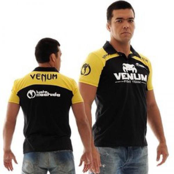 Поло Venum Lyoto Machida UFC Edition - Black/Yellow VenumРубашки поло<br>Создавая это поло были продуманы все детали. Вышитые логотипы Venum. Удобная и комфортная футболка. - высококачественная вышивка- ультра комфортная модель- производство Бразилия- состав 100% хлопок<br><br>Размер INT: S