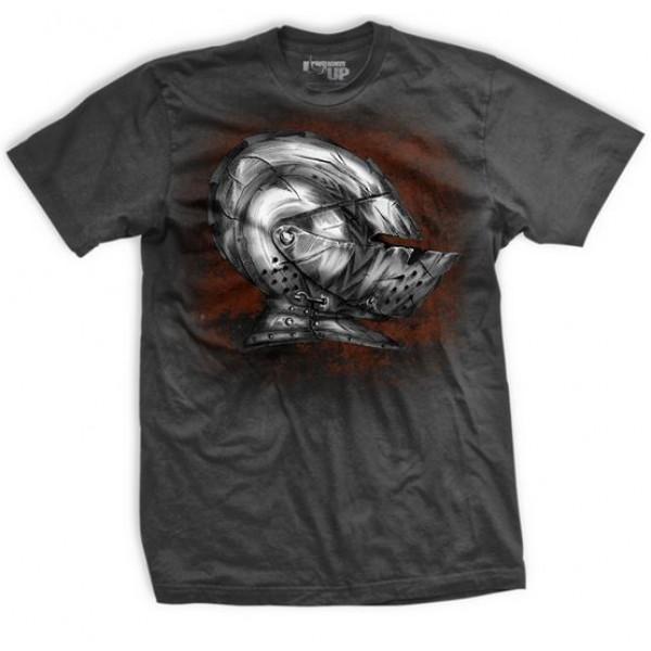 Футболка Ranger Up Mettle Tested T-Shirt Ranger UpФутболки<br>Стильная футболка с изображением рыцарского шлема на груди и надписью на спине на фоне меча: Рыцарь в сияющих доспехах это человек, который никогда не подвергал свой характер настоящей проверке.<br><br>Размер INT: XL