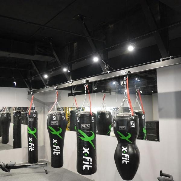 Конструкция с подвижными креплениями для мешков FightTech FightTech