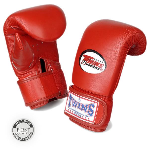 Перчатки снарядные тренировочные на липучке, Размер XL Twins SpecialCнарядные перчатки<br>Отлично годятся для тренировки на снарядах<br> Удобная фиксирование предплечья на липучке защищает от травм<br> Идеальное соотношение цена-качество<br> Натуральная кожа наивысшего качества<br> Ручная работа<br> Закрытый большой палец<br> Вентиляция на ладони<br><br>Цвет: Красный