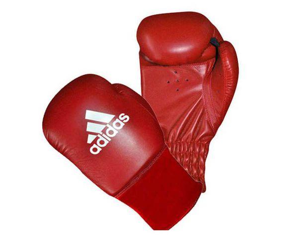 Перчатки боксерские Rookie красные, 8 унций AdidasБоксерские перчатки<br>Перчатки боксерские adidas Rookie-2 красные. Любительские боксерские перчатки для детей и подростков. Травмобезопасные. Полиуретан по технологии PU3G INNOVATION. Композитный литой вкладыш по технологии I-PROTECH. Усиленная защита большого пальца. Фиксируется на руке с помощью резинки.<br><br>Цвет: синие