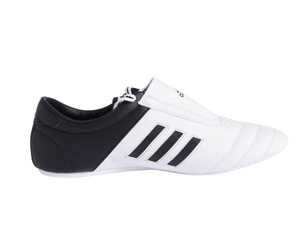 Степки для тхэквондо Adi-Kick 1, бело-черные AdidasЭкипировка для Тхэквондо<br>Легкие степки Adidas ADI-SM II выполнены из искусственной кожи. Разработаны специально для единоборств. Подходят для тренировок в зале. Белая непачкающая резиновая подошва.<br><br>Размер: 42.5 [UK 9.5]
