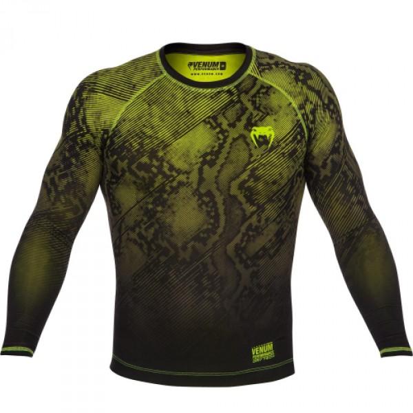 Компрессионная футболка Venum Fusion Compression T-shirt - Black Yellow Long Sleeves VenumРашгарды<br>Компрессионная футболка Venum Fusion Compression T-shirt -Black YellowLong Sleeves сочетает в себе технологию Dry Tech (эффективный вывод влаги) и уникальные компрессионные свойства, что стимулирует доставку кислорода до Ваших мышц и выводит их на 100% работоспособность. Инновационный дизайн отличает его от остальных. Во время упражнений создается визуальный эффект смены цвета. Эластичный материал обеспечивает максимальный комфорт и естественность движений. Особенности:- Компрессионная технология Venum- Ткань, тянущаяся в четырех направлениях- Технология вывода влагиDry Tech- Эргономичные швы и резинка на талии, которая обеспечит фиксацию- Супер-мягкий и прочный материал<br><br>Размер INT: L