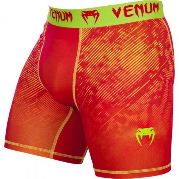 Компрессионные шорты Venum Fusion Compression Shorts - Orange Yellow VenumКомпрессионные штаны / шорты<br>В компрессионных шортах Venum Fusion Compression Shorts -Orange Yellowприменяется технологияDry Tech, которая эффективно выводит влагу, а также уникальная компрессионная технология, позволяющая вывести мышцы на максимально эффективный уровень. Эластичный материал привносит высочайший уровень комфорта, не нарушая естественность Ваших движений. Особенности:- Уникальная компрессионная технология Venum- Ткань тянется в 4-х направлениях- Dry Tech- Супер-мягкий и прочный материал- Серия Venum Performance<br><br>Размер INT: S