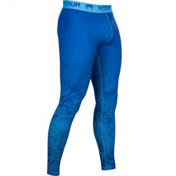 Компрессионные штаны Venum Fusion Compression Spats - Blue VenumКомпрессионные штаны / шорты<br>В компрессионных шортах Venum FusionCompression Spats - Blueприменяется технологияDry Tech, которая эффективно выводит влагу, а также уникальная компрессионная технология, позволяющая вывести мышцы на максимально эффективный уровень. Эластичный материал привносит высочайший уровень комфорта, не нарушая естественность Ваших движений. Особенности:- Уникальная компрессионная технология Venum- Ткань тянется в 4-х направлениях- Dry Tech- Супер-мягкий и прочный материал- Серия Venum Performance<br><br>Размер INT: M