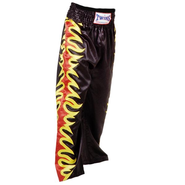 Кикбоксерские штаны, Чёрные Twins SpecialШтаны для кикбоксинга<br>Идеально годятся для кикбоксинга и смешанных единоборств<br> Не сковывают движения<br> Сделаны из сатина<br><br>Размер INT: Размер XL