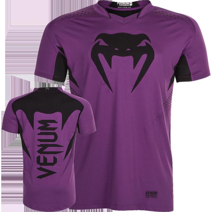 Тренировочная футболка Venum Hurricane X-Fit VenumФутболки<br>Тренировочная футболка Venum Hurricane X-Fit. Новая футболка Hurricane X-Fit от VENUM специально создана для того, чтобы сражаться не только против спарринг-партнера, но и против природных явлений. Стретчевый материал не сковывает движения и обеспечивает комфорт во время тренировок любого уровня интенсивности. Неважно, какая погода на улице – она не помешает Вам сфокусироваться на тренировке. Легкая ткань из полиэстера и эластана, а также сетчатые панели позволяют Вам сохнуть быстрее. Специальная бесшовная конструкция обеспечивает комфорт для Вашей кожи. Система Dry Tech впитывает пот, благодаря чему Ваше тело остается свежим во время тренировокРисунки сублимированны в ткань. Состав: 100% полиэстер.<br><br>Размер INT: S