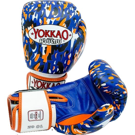 Боксерские перчатки Yokkao Apache, 12 oz YokkaoБоксерские перчатки<br>Боксерские перчатки Yokkao Apache. Yokkao - один из лидеров по производству экипировки для тайского бокса. Данные перчатки подойдут и для работы на мешках, и на лапах, и для работы в самых жестких спаррингах. Внутри перчатки наполнены пеной, которая хорошо гасит силу ударов и не дает рукам травмироваться. Большой палец на перчатки зафиксирован. Данные перчатки для бокса выполнены из кожи КРС. Запястье надёжно фиксируется манжетой. Сделаны вручную в Таиланде.<br>