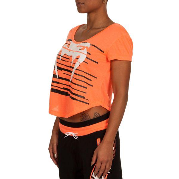 Футболка Venum Capri VenumФутболки<br>Женская футболка Venum Capri. Лёгкая и удобная футболка для тренировок. Свободный крой позволяет активно заниматься самыми различными видами спорта. Краска, которой сделан рисунок на футболке, экологически чистая. Уход: машинная стирка в холодной воде, деликатный отжим, не отбеливатьСостав: 100% полиэстер.<br><br>Размер INT: S