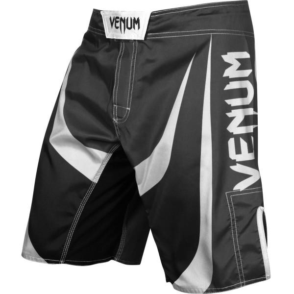 ММА шорты Venum Predator VenumШорты ММА<br>ММА шорты Venum Predator. При разработке шорт был учтен весь богатый научный опыт VENUM по созданию бойцовской экипировки ( одежды ММА ). Минималистичный, но при этом жёсткий дизайн. Идеально подходят и для тренеровочного процесса, и для соревнований даже самого высокого уровня. Материал, использованный для создания бойцовских шорт Venum - это 100% высококачественная легка микрофибра ( полиэстер ). Шорты мма venum очень легкие, но при этом прочные. Благодаря тянущимися материалу, эластичной вставке и боковым разрезам мма шорты Venum не создают никакого дискомфорта бойцу ни в стойке, ни в партере. Крепятся шорты на поясе с помощью липучки и встроенного в пояс шнурка. Рисунок полностью сублимирован в ткань. он не потрескается и не сотрется!Уход: машинная стирка в холодной воде, деликатный отжим, не отбеливать. Состав: 100% полиэстер.<br><br>Размер INT: M